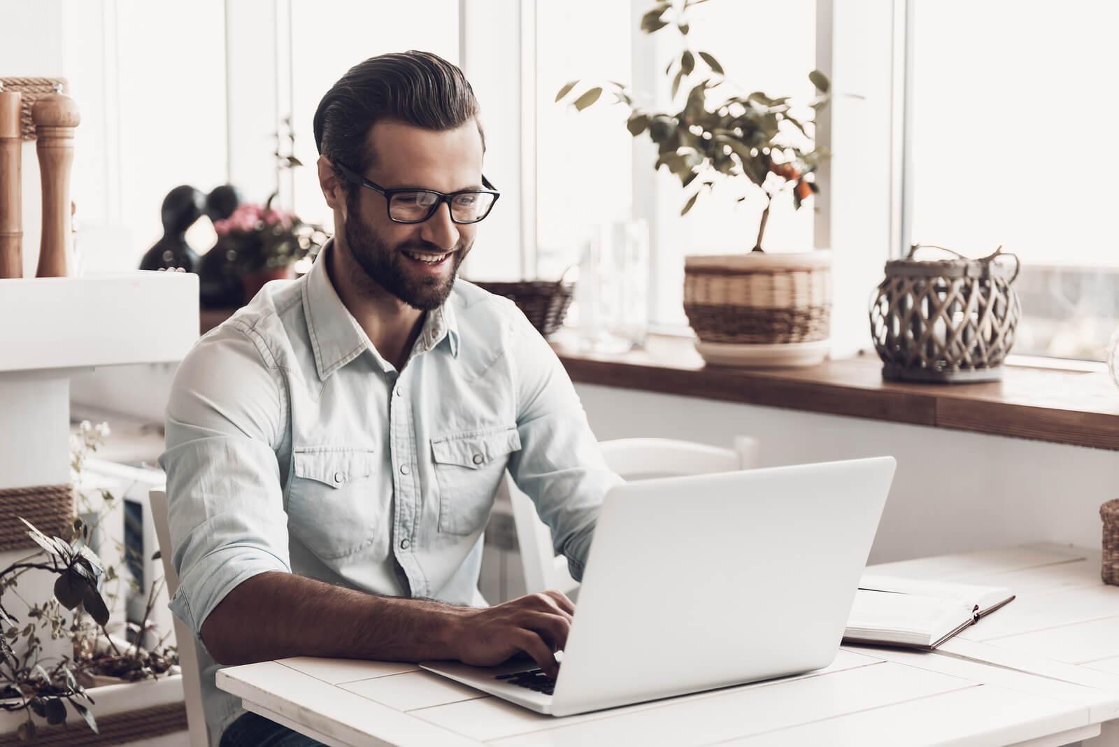 Six Brands Using Employee Advocacy To Enhance Branding & Recruitment